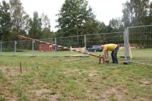 Udo Incognito hat die Schranke für den Händlerparkplatz gebaut. Sie ist auch geeignet für Bobbycar-Fahrer, Playmobil- und Legoautos