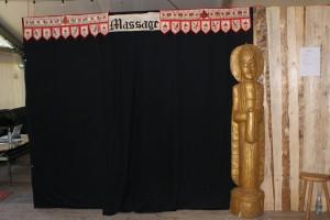 Die Massagekabine von außen (Jetzt wisst Ihr, weshalb sie bei uns Darkroom heißt)