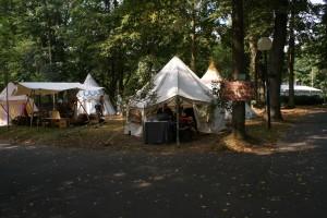 Das Workshop-Zelt, zum letzten Mal. Weil jetzt fertig geschmückt.