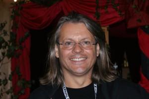Ernst ist für die Bühnentechnik zuständig.