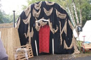 Der Eingang zur Black Stage