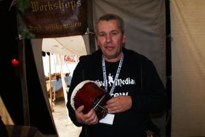 Martin mit einer selbst umgebauten  Trommel